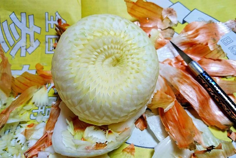 1488964118_361_intricate-fruit-vegetable-carvings-by-japanese-artist-gaku