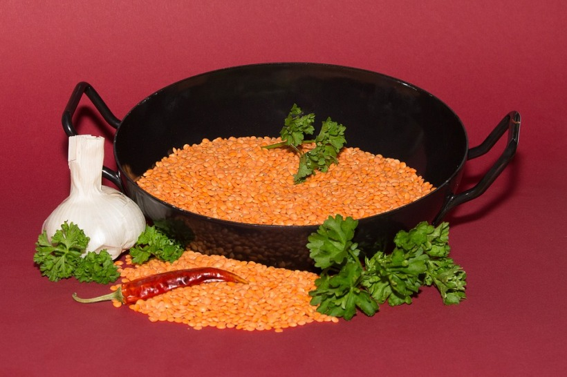pan red lentils garlic chilli pepper parsley