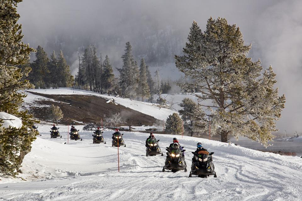 snowmobiles-2108769_960_720